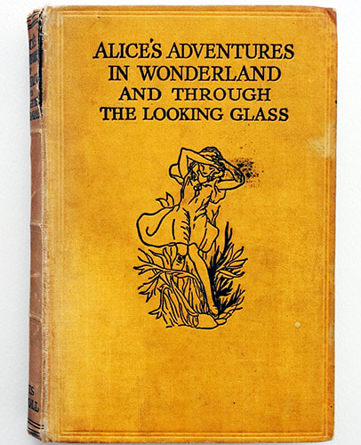 ALICE'S ADVENTURES IN WONDERLAND AND THROUGH THE LOOKING-GLASS-John Morton Sale(1933년 초판본)